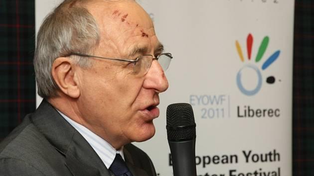 Milan Jirásek na tiskové konferenci u příležitosti křtu loga EYOWF 2011 v salónku Zlatého lva.