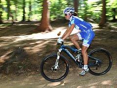Česká bikerka Kateřina Nash přijela do Nového Města pod Smrkem zviditelnit a podpořit osvětu singltreku. Trénovala také na závody ve Švýcarsku.