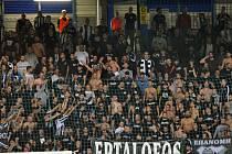 Na stadionu U Nisy - fanoušci řeckého klubu.