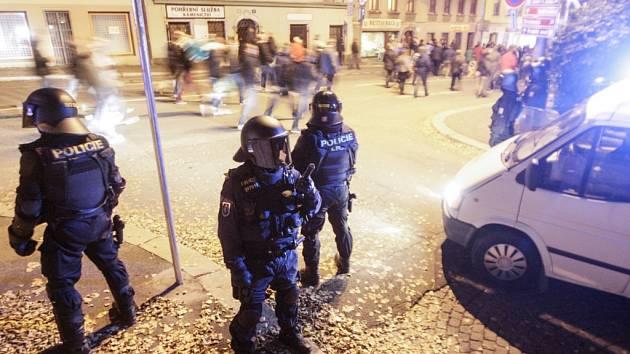 Fanoušci. Policejní opatření. Fotbal. Ilustrační snímek