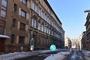 Částečná havárie v budově Střední školy řemesel a služeb v Jablonci nad Nisou uzavře úsek komunikace v Podhorské ulici.