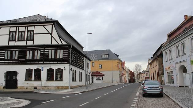 Zrekonstruovaný úsek silnice II/270 v Jablonném v Podještědí.