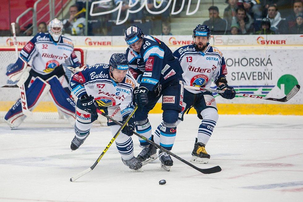 Utkání 39. kola Tipsport extraligy ledního hokeje se odehrálo 12. ledna v liberecké Home Credit areně. Utkaly se celky Bílí Tygři Liberec a HC Vítkovice Ridera. Na snímku zleva Rostislav Olesz, Petr Jelínek a Marek Hrbas.
