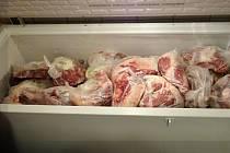Inspektoři objevili v liberecké restauraci maso neznámého původu