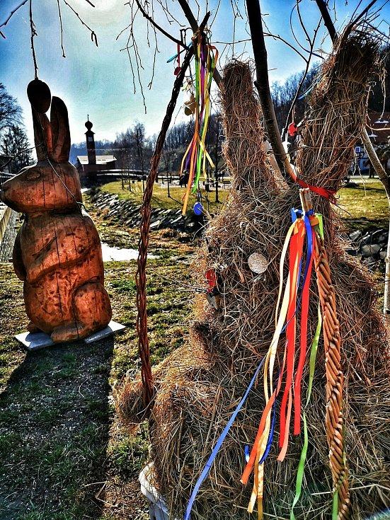 Velikonoční výzdoba v Heřmanicích.