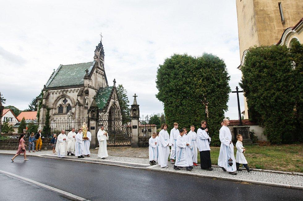 Do kostela v Raspenavě se vrátila zrestaurovaná gotická soška Madony.