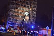 Tři jednotky hasičů zasahovaly u požáru balkónu v Liberci.