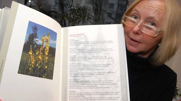 Dvě nové knížky, herbář Čarovné bylinky a Bylinkové povídání, spatřily světlo světa v Krajské vědecké knihovně v Liberci.