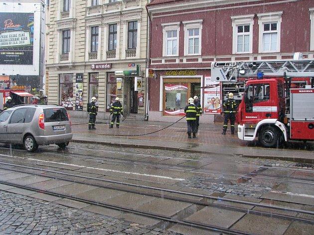 LIBERECKÝ ŽHÁŘ OPĚT UDEŘIL. Tentokrát za bílého dne v samotném centru města.