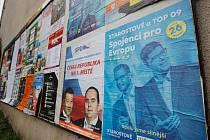 Inzertní plocha s plakáty do Evropského parlamentu.