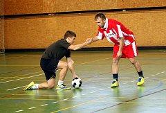 V Liberci se několik desetiletí hraje sálový fotbal v tělocvičně. Letos za účasti deseti týmů.