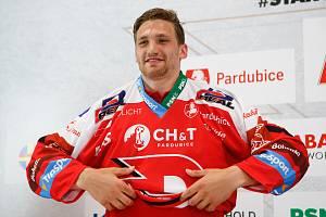Hokejový klub HC Dynamo Pardubice představil novou posilu útočníka Adama Musila.