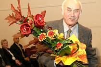 V Severočeském muzeu v Liberci předal hejtman Petr Skokan čestná uznání a Hejtmanský dukát deseti osobnostem, které se zasloužily o zviditelnění Libereckého kraje. Na snímku Karel Vinč.