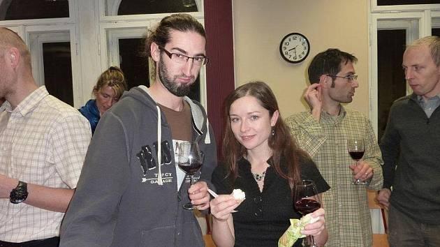 LISTOPAD je už tradičně spojován se svátkem mladých vín. Beaujolais Nouveau ochutnali i v liberecké Alliance Francaise.