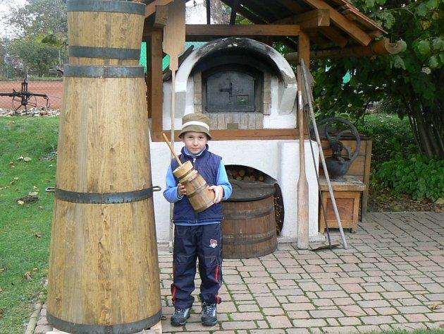 V roce 2010 si kupříkladu nechali vyrobit obří 291 cm vysokou máselnici ,,tlučku'' do které se vejde 300 litrů smetany.
