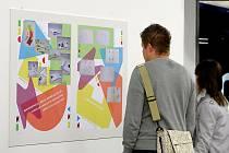 Výstava s názvem Design není slovo - design je názor ukazuje na velkoformátových příkladech reálné využití grafického designu.