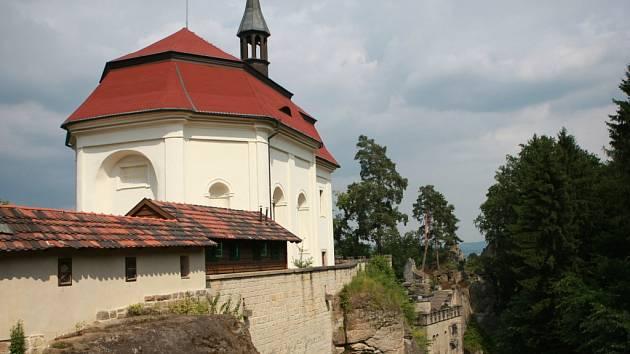 Skalní hrad Valdštejn u Turnova. Ilustrační foto.