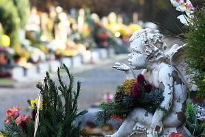 Lidé si o víkendu připomněli památku zesnulých.