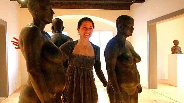 MARTINA FOTROVÁ PŘI VERNISÁŽÍ SVÉ VÝSTAVY S NÁZVEM FIGURY. Výstava trvá v Městském muzeu v Mimoni až do 28. února.