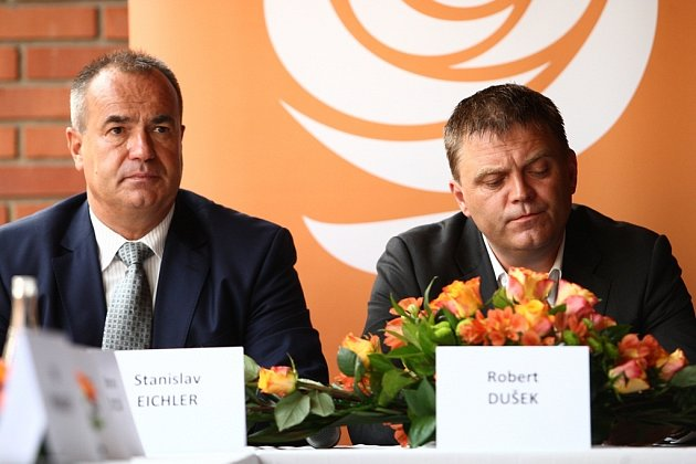 Předseda KVV ČSSD Robert Dušek (vpravo) rezignoval, spolu s ním i členové předsednictva. Tedy i Stanislav Eichler (vlevo).
