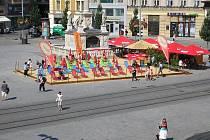 Písečnou pláž vytvořili také na Náměstí Svobody v Brně.