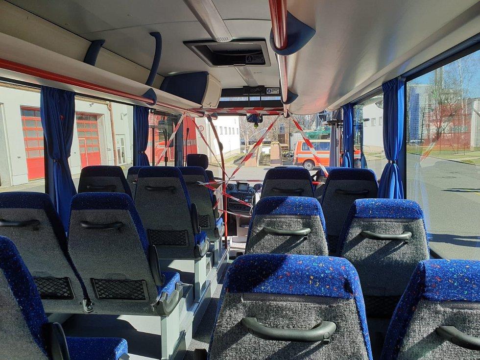 Z Liberce v neděli 15. března odpoledne vyrazil hasičský evakuační autobus, který přiveze do České republiky občany z letiště ve Frankfurtu.