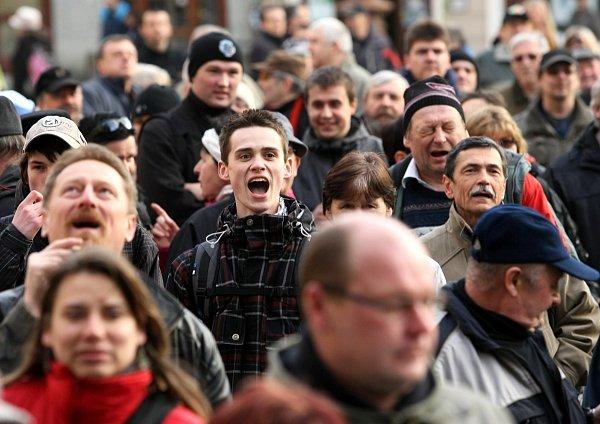 Lidé demonstrovali, dali najevo nespokojenost svládou.