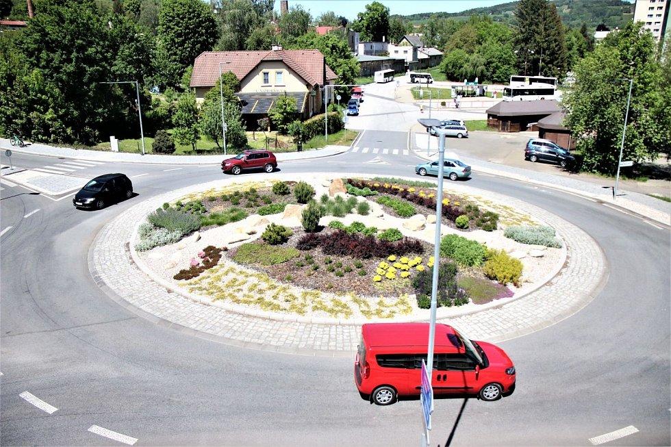 Okružní křižovatky - ulice Brodská, Bořkovská - Semily.