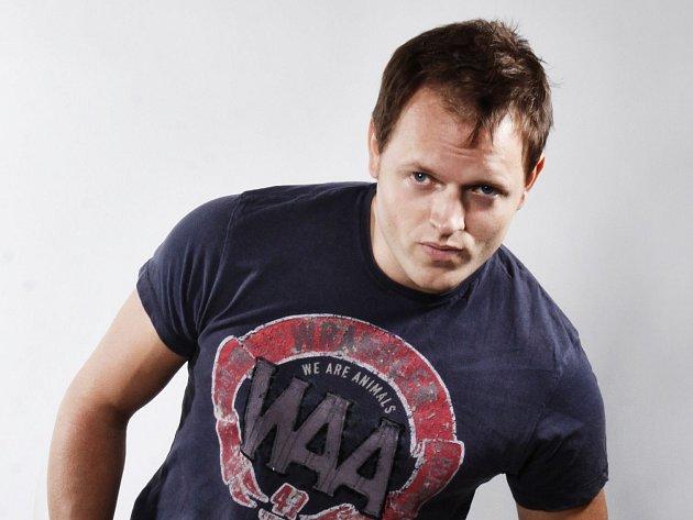JAN KŘÍŽ. Zpěvák a muzikálový herec.