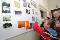 Podještědské gymnázium vystavilo své fotografie v Kině Lípa. Nyní zaplní chodby školy snímky známého libereckého fotografa Milana Drahoňovského.