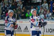 Utkání 23. kola Tipsport extraligy ledního hokeje se odehrálo 19. listopadu v liberecké Home Credit areně. Utkaly se celky Bílí Tygři Liberec a HC Kometa Brno. Na snímku zpravaJakub Krejčík a Lukáš Vágner.