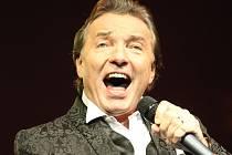 V liberecké Tipsport areně koncertoval zpěvák Karel Gott.