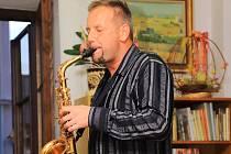 JOSEF PEPSON SNĚTIVÝ je nakladatel, spisovatel a hudebník.