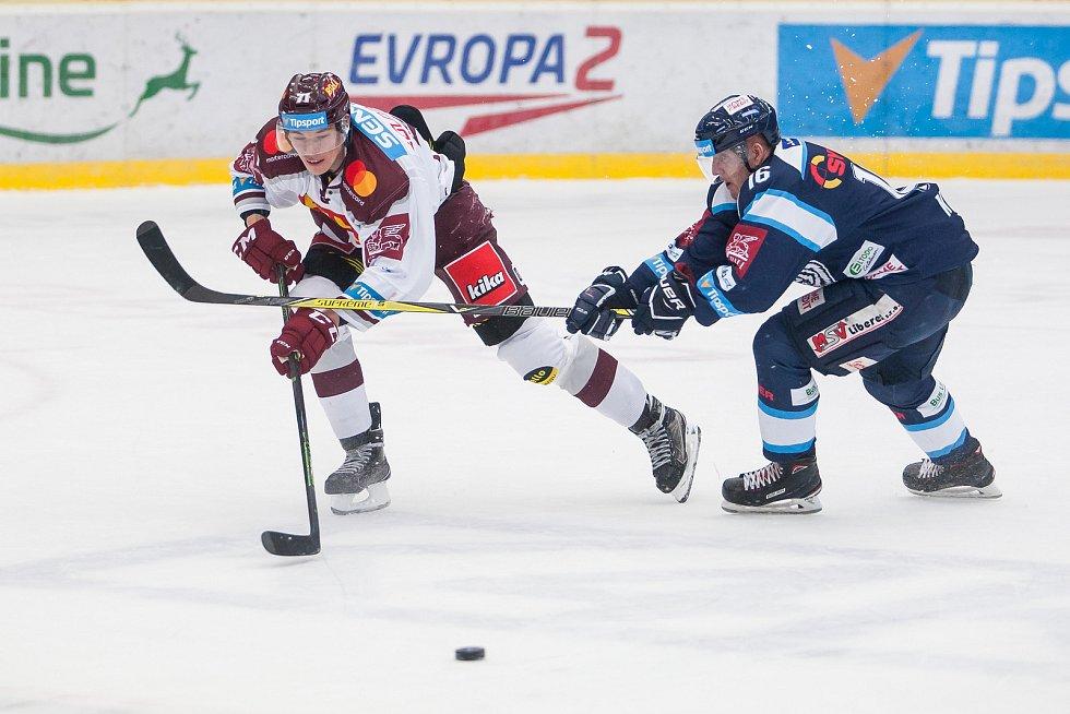 Utkání 47. kola Tipsport extraligy ledního hokeje se odehrálo 4. února v liberecké Home Credit areně. Utkaly se celky Bílí Tygři Liberec a HC Sparta Praha. Na snímku vpravo Marek Kvapil.