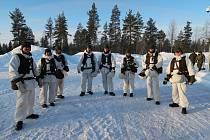 Chemičtí specialisté z 31. radiačního a chemického pluku prodělali výcvik v arktických mrazech.