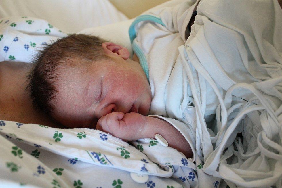 Oliver Matúšek. Narodil se 9. září v liberecké porodnici mamince Kateřině Matúškové z Chrastavy.Vážil 3,6 kg a měřil 50 cm.