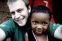 SPOKOJENOST NA VŠECH STRANÁCH, těšit se může organizátor projektu, kamerunské děti i ti, co podpořili benefici.