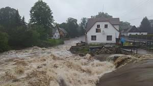 Ve Frýdlantě byl vyhlášen třetí stupeň povodňové aktivity. Zasedl krizový štáb