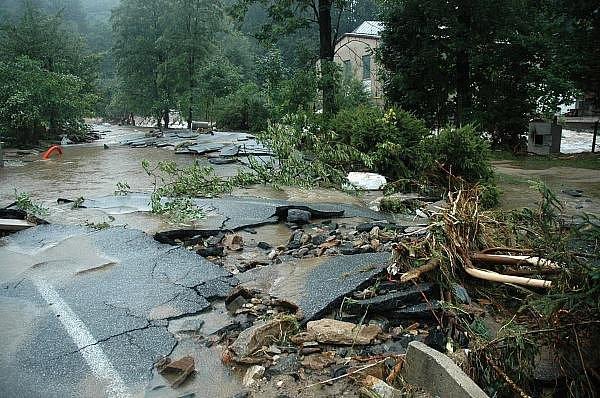 Lidé na Liberecku mají ještě v živé paměti ničivé srpnové záplavy. Z mnohamilionových škod se kraj bude vzpamatovávat několik let.