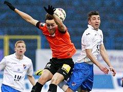 STŘELEC ŠURY. Liberecký hráč (vlevo) vstřelil devět gólů v této sezoně a přeje si dát ten jubilejní svému bývalému klubu.