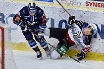 Liberec doma zdolal Karlovy Vary 4:3. Vlevo liberecký kapitán Petr Jelínek.