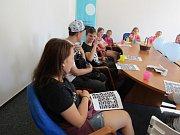 Neslyšící a slyšící děti strávily společně týden na táboře.
