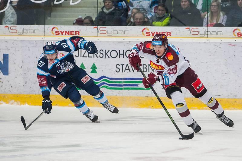 Utkání 47. kola Tipsport extraligy ledního hokeje se odehrálo 4. února v liberecké Home Credit areně. Utkaly se celky Bílí Tygři Liberec a HC Sparta Praha. Na snímku vlevo Mário Bližňák.