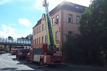 Požár v prvním patře bytového domu na libereckém Poštovním náměstí.