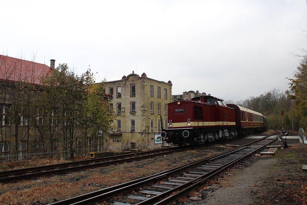 O víkendu 2.-3. listopadu 2019 proběhly na trati z Liberce do Žitavy oslavy 160 let trati. Na snímku zvláštní historický vlak ve stanici Chrastava.