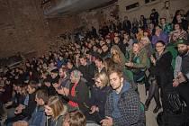 PECHAKUCHA NIGHT ve Varšavě. První díl navštívilo zhruba 250 diváků.