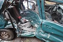 NEHODA. Tři zranění při nehodě osobního auta a dodávky.