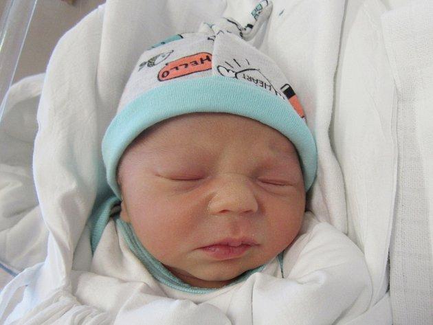ŠIMON KROUTIL Narodil se 26. září v liberecké porodnici mamince Lucii Kroutilové z Varnsdorfu. Vážil 2,67 kg a měřil 47 cm.