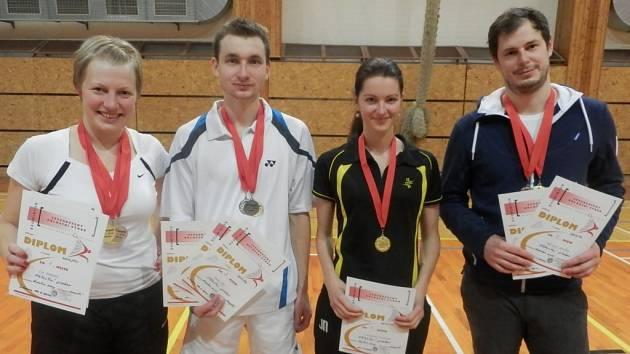 MEDAILISTÉ. Držitelé medailí z Badmintonového klubu Technické univerzity v Liberci. Zleva: Eva Davidová, Mirko Šída, Jana Nejedlová a Rostislav Peníška.