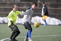 Ruprechtičtí fotbalisté (ve žlutém) porazili v přípravě VTJ Rapid Liberec 4:2.